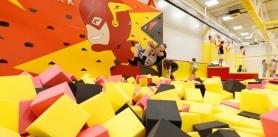 Прыжки набатуте, индивидуальные тренировки вбатутном центре Flash Park фото
