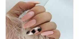 Маникюр, педикюр спокрытием ногтей вбьюти-баре Marafet фото