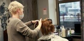 Женская стрижка ихолодное восстановление волос вбарбершопе «Черныйус» фото