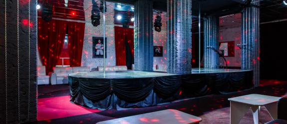 Мужской ночной клуб со стриптизом, караоке, бильярдом... 007 Private Men's Club (007 Приват Мэн'с Клаб) фото