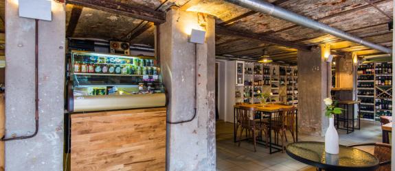 Дегустационный магазин-бар  Bread & Vine (Хлеб и Вино) фото